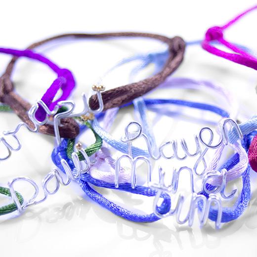 naamarmbanden, satijnkoordarmbanden van zilver